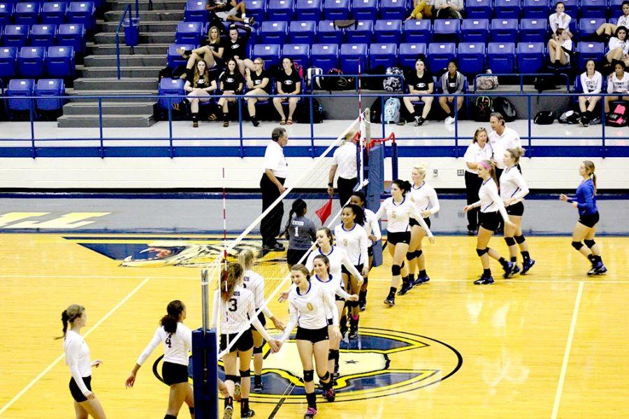 CHS+Volleyball+4-0+in+district+play